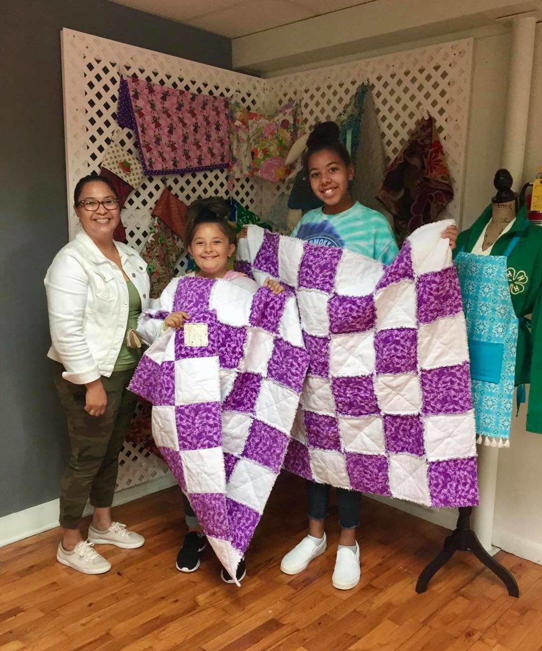 4H students displaying their completed quilts